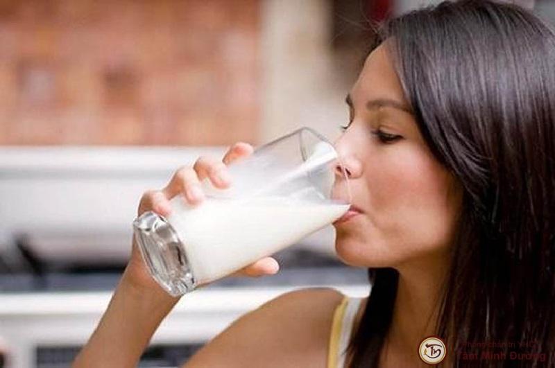 Viêm họng có nên uống sữa không